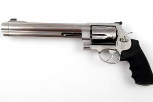 """""""Contributo comunale di 250 euro per chi compra una pistola"""""""