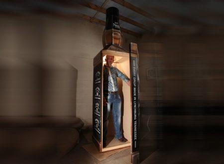 Vuole essere seppellito in una bottiglia gigante di Jack Daniels