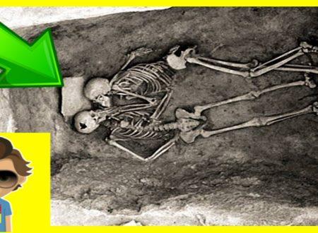L'aspetto Romantico Dell'archeologia: Ecco A Voi Il Bacio Che Dura Da 2.800 Anni