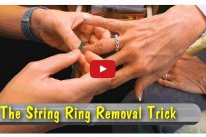 Il trucco per rimuovere un anello incastrato al dito