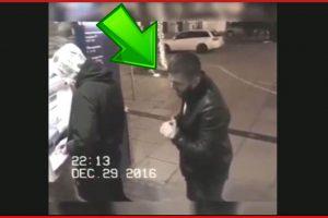Gli Ruba il portafoglio, ma quando si accorge della telecamera di sicurezza ecco cosa fa…