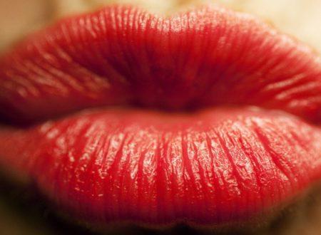 Rimedi naturali per curare le labbra secche e screpolate.