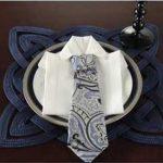 Come piegare i tovaglioli a forma di camicia e cravatta