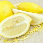 Taglia un limone e lascialo sul comodino durante la notte. Ecco gli incredibili benefici per la salute
